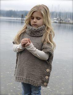 27 super Ideas knitting poncho for kids yarns Knitted Poncho, Knitted Shawls, Knitted Blankets, Knitted Baby, Baby Boy Knitting Patterns, Baby Patterns, Kids Knitting, Velvet Acorn, Kids Poncho