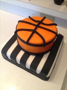 Basketball cake. Basketball Birthday Parties, Basketball Cakes, Sport Cakes, No Cook Desserts, Health Desserts, Valentine Cake, Cake Board, Girl Cakes, Cake Creations