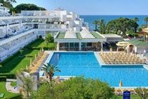 Clube Praia da Oura Aparthotel. Great value lowcost prices based on minimum occupancy from  £5.39  Per Person Per Night  Algarve, Albufeira Our rating 4 star   Distance from Airport to Resort Approx      48km from Faro International Airport  Transfer time Approx      45 minutes. Overview Situated in the stunning Algarve, the family friendly Clube Praia da Oura Aparthotel is a large complex of self-catering. #portugalcarrental