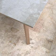 XL Table/ Flor Morado  Concreto / Vrokka #woodworking #learnminimalism #minimal #colombia #wood #design #diseñocolombiano #industrialdesign #diseñografico #diseñoindustrial #minimalism #furniture #mobiliario #oak #roble #flormorado #furnituremaker #viroc #table #mesa by vrokka_co
