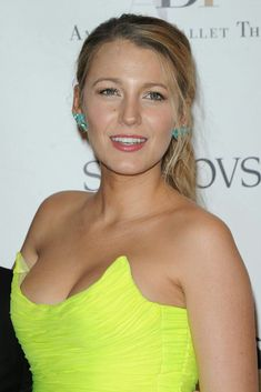 """Blake Lively ♥ """"True friendships endure the tests of all four seasons, and survive all ups and downs like the friendship of Blair and Serena. Beautiful Celebrities, Most Beautiful Women, Blair And Serena, Blake Lively Style, Gossip Girl, Celebrity News, Fitness Models, Sexy Women, Cute Outfits"""