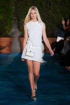 The dress is so cute. but never, i said never with this pochette lol Spring 2014 - Tory Burch