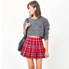 FLASHSALEURBAN OUTFITTERS CROPPED KNIT SWEATER Perfect with skirts or high waisted jeans! Urban Outfitters Sweaters Crew & Scoop Necks