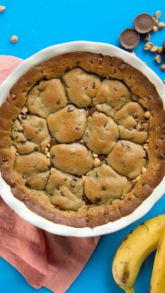 Pies 4 Ways These pies use a cookie dough crust stuffed with goodies like marshmallows, PB cups, Fruity Pebbles and more!These pies use a cookie dough crust stuffed with goodies like marshmallows, PB cups, Fruity Pebbles and more! Pie Recipes, Sweet Recipes, Baking Recipes, Cookie Recipes, Gluten Free Cookie Cake Recipe, Desserts With Cookie Dough, Thai Recipes, Easy Yummy Recipes, Easy Microwave Recipes