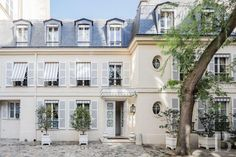 Luxury Apartment for Sale in Paris Near to the river Seine, between Palais-Bourbon and Les-Invalides, a French Directory-style house, resembling a folly. Paris Apartments, Apartments For Sale, Luxury Homes, Porch Shelter, French Exterior, Ile Saint Louis, Le Palais, Mansions Homes, Facades