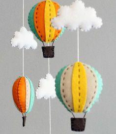 mobile babybett filz gasballons wolken