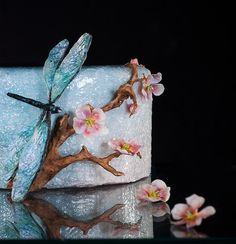 Learn How To Airbrush A Cake in Craftsy's: The Art of Airbrushing a cake can be art