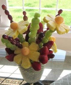 make your own edible arrangement.....a LOT less expensive...think I will try it for next family gathering Edible Fruit Arrangements, Edible Centerpieces, Edible Bouquets, Fruit Decorations, Shower Centerpieces, Flower Arrangements, Fruit Gifts, Edible Gifts, Fruits Images
