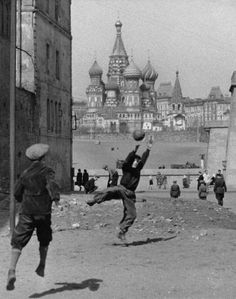 Street football in USSR in photos # vasilyblazhenny Back In The Ussr, Back Up, Old Pictures, Old Photos, Vintage Photos, Vintage Photography, Street Photography, Culture Russe, Street Football