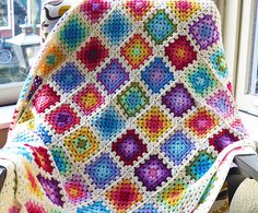 Ravelry: Colourful granny square blanket FREE pattern by Kirsten from Sheep and Lemons.