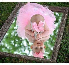 16 New Ideas For Baby Girl Photography Birthdays Photo Shoot Baby Kalender, Photo Bb, Baby Monat Für Monat, 1st Birthday Pictures, Half Birthday Baby, Girl Birthday, Baby Girl Photography, Photography Ideas, Infant Photography