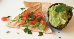 Crema de avocado sau Guacamole – aperitiv sau mic dejun sanatos   FoodGeek - Retete Culinare Guacamole, Avocado, Mexican, Ethnic Recipes, Food, Lawyer, Eten, Meals, Diet