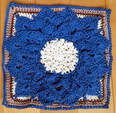 Block 32: Crocodile Flower square, Joyce Lewis, met gratis nl patroon