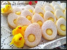 treats Golosa and original idea for EASTER LUNCH - biscuits with . Easter Lunch, Shortcrust Pastry, Romanian Food, Valentines Day Treats, Easter Cookies, Chocolate Treats, Arabic Food, Easter Recipes, Cute Food