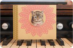 Miezekatze lässt grüßen!    Das altmodische Katzenmotiv wurde digitalisiert, freigestellt, ausgeschnitten und mit 3D-Klebekissen aufgeklebt. 3d, Etsy, Frame, Instagram, Home Decor, Pillows, Picture Frame, Decoration Home, Room Decor