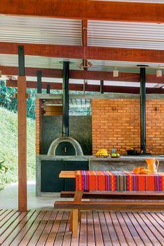 Canto de lazer: anexo tem churrasqueira, forno de pizza e sauna | Arquitetura e Construção