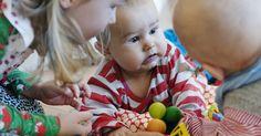 Lerngelegenheiten für Kinder bis 4. 40 Kurzfilme über frühkindliches Lernen im Alltag. Wie Kleinkinder die Welt erkunden. Und wie wir sie dabei unterstützen können. Ein Projekt der Bildungsdirektion Kanton Zürich, Schweiz.