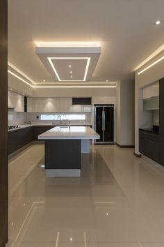 Designing a modern kitchen area? Be influenced by this selection of contemporary kitchen areas to choose the very best coatings, products and accessories for your new room House Ceiling Design, Ceiling Design Living Room, Kitchen Room Design, Luxury Kitchen Design, Home Decor Kitchen, Modern House Design, Interior Design Kitchen, Kitchen Ceiling Design, Decorating Kitchen