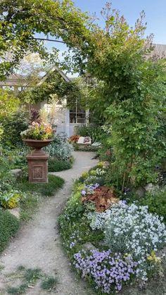Small Backyard Design, Small Backyard Landscaping, Landscaping Ideas, Backyard Ideas, Backyard Pools, Rustic Landscaping, Backyard Garden Design, Dream Garden, Garden Art