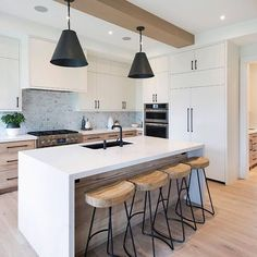 Wanna know what are the Interior kitchen trends for Get inspired and visit. Farmhouse Style Kitchen, Home Decor Kitchen, New Kitchen, Kitchen Dining, Orange Kitchen, Country Kitchen, Modern Kitchen Design, Interior Design Kitchen, Interior Modern