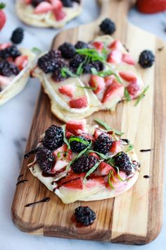 Grilled Blackberry, Strawberry, Basil and Brie Pizza Crisps - Half Baked Harvest; I'm thinking of trying this with crostini instead of pizza dough Think Food, I Love Food, Good Food, Yummy Food, Delicious Dishes, Delicious Recipes, Pizza Recipes, Appetizer Recipes, Dessert Recipes