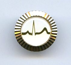 "Vtg ""Wave on an EKG"" Lucite Crystal Ribbed Gold Tone Framed Round Tie Tack Pin  $12.95"