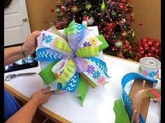 How To Make A Terri Bow I would like to introduce the Amazing Pro Bow The Hand. Do you struggle with making a beautiful bow. Do your hands hurt? Well, look no further, the answer is… Wreath Crafts, Ribbon Crafts, Ribbon Bows, Diy Crafts, Ribbon Flower, Ribbon Hair, Hair Bows, Fabric Flowers, Ribbons
