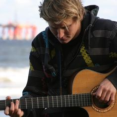 Ben Howard amazing amazing talented singer. His songs are lyrically poetic and speak to the inner most depths of your soul....