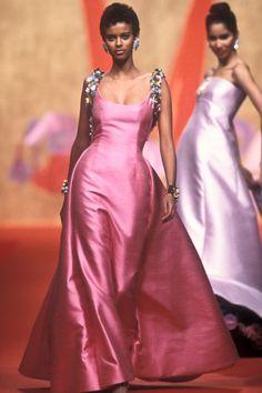 Spring/Summer Looks From The Runway: 1991 Timeless Fashion, High Fashion, Fashion Show, Valentino Couture, Valentino Garavani, Haute Couture Fashion, Editorial Fashion, Cute Dresses, Runway Fashion
