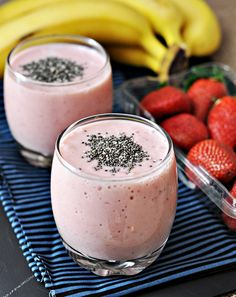Banana Strawberry & Chia Seed Smoothie