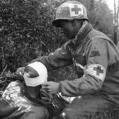 A medic belonging to the US 46th Armored Medical Battalion, attached to the US 4th Armored Division, treats the head wound of a soldier wounded during the division's advance across the Moselle River in France. September 12, 1944. #ww2 #worldwar2 #wwii #history #westernfront #france #moselle #moselleriver #battle #usarmy #american #4tharmoureddivision #combatmedic #battlefieldangel #medicalbattalion #frontlinemedicine #firstaid #wounded #soldier #headwound #woundedinaction #facesofwar #1944…