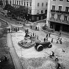 Lisboa de Antigamente: Joalharia Leitão & Irmão — antigos Joalheiros da Coroa Old Photos, Antique Photos, Nostalgic Pictures, Portugal Travel Guide, Working People, Capital City, Back In The Day, Historical Photos, Portuguese