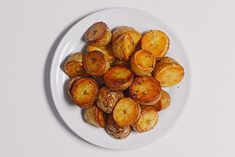 Perectly roasted potatoes: This genius steam-then-roast method produces perfect potatoes every time. You'll have a balance of browned, crispy, salty outside and creamy interior. Best Potato Recipes, Roasted Potato Recipes, Favorite Recipes, Best Roast Potatoes, Roasted Potatoes, Yukon Potatoes, C'est Bon, Bon Appetit, Gourmet