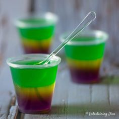Love these Mardi Gras jello shots made with vodka plus some extra sauce that mak. - - Love these Mardi Gras jello shots made with vodka plus some extra sauce that mak. Jello Shot Cups, Jello Shot Recipes, Drink Recipes, Virgin Cocktails, New Year's Eve Cocktails, Best Jello Shots, Green Jello, Layered Jello, Lemon Jello