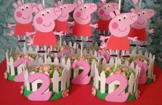 Centro de mesa Peppa Pig Fiestas Peppa Pig, Cumple Peppa Pig, Peppa Pig Pinata, Pig Birthday, 3rd Birthday Parties, George Pig Party, Party Decoration, Baby Party, Party Time
