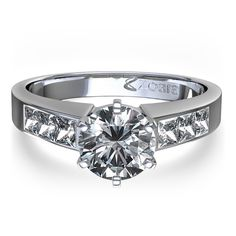Round Brilliant with Princess cut diamond shoulders.