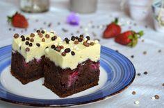 Prajitura cu capsuni, cacao si crema de vanilie Food Cakes, Sweet Memories, Desert Recipes, Cake Recipes, Cheesecake, Food And Drink, Ice Cream, Sweets, Cooking