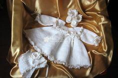 Rochita botez crosetata Clara Gold by Nadeloosh. Baby Girl Dresses, Little Dresses, Baby Dress, Baby Girls, Handmade Baby Clothes, Beautiful Babies, My Mom, Ruffle Blouse, Costume