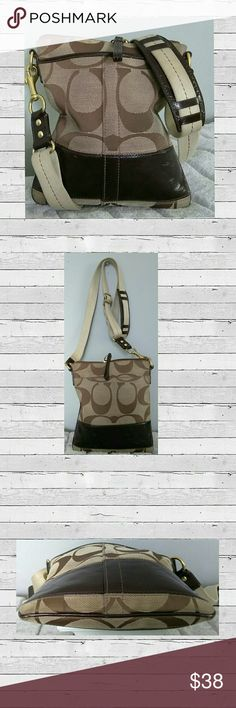 👜💠Authentic Coach Signature Messenger Bag 💠Cute Coach Swing pack/Cross Body/Messenger Bag. Tan /Brown Stripe      Good Condition Interior Clean.               Zipper Closure Two Outside Pockets.    Adjustable Strap Canvas/Leather.            H 8.5 L 7.5                                              Color Tan / Brown Stripe                                                                       💠Bundale 3 Items & Save 15%.          Have any Questions feel free to ask before puchasing…