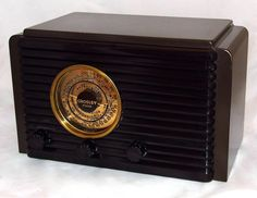 https://flic.kr/p/bzTdTE | Vintage Crosley Fiver Table Radio, Model 517-D, Metal Cabinet, Louvered Bakelite Grill, Circa 1937 | Great condition.  The front of the radio is bakelite while the cabinet is metal.