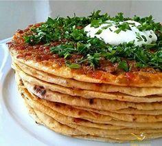 yağlama tarifi,kayseri yağlaması,yağlama,yağlama hamuru,kıymalı yağlama tarifi,kayseri yemekleri,yöresel yemekler,kıymalı yemekler,yağlama hakkında bilgi Meat Recipes, Cooking Recipes, Cooking Tools, Good Food, Yummy Food, Food Words, Turkish Recipes, Mediterranean Recipes, Kitchen Recipes