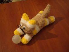 Como hacer un lindo gatito con un calcetín10