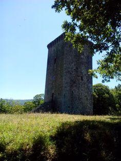 bebeteca. Castelo del siglo XII en La Torre,Orense.