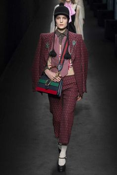 36 Best Gucci images   Fashion show, Gucci spring 2017, Spring summer ac8e6590dbd