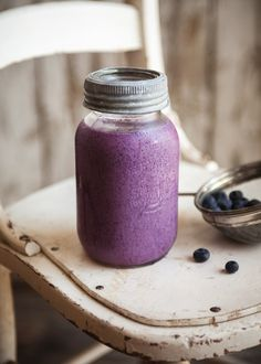 Blueberry peach tofu smoothie, ingredient list and instructions in French. 1 cup frozen blueberries 1 peach, peeled and pitted cup silken tofu, or more as desired Maple syrup to taste 1 cup almond milk Tofu Smoothie, Yummy Smoothies, Juice Smoothie, Smoothie Recipes, Cupcakes, Milkshake, Brunch, Food And Drink, Yummy Food