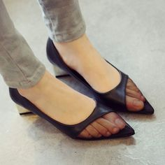 these are the ugliest shoes I've ever seen in my life!! Lol I'd rather wear the old lady velcros than these!