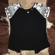 RODEO TIME :) NWOT NEVER WORN BOUGTH AT BUCKLE OPEN BACK BLOUSE SIZE SMALL Buckle Tops Blouses