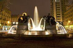 Torino: P.za Solferino Fontana Angelica, rappresenta le 4 stagioni, con estate e primavera nelle due figure femminili, inverno e autunno in quelle maschili.
