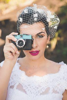 Voilette Margarida - Tulle Noivas #tullenoivas #casamento #bridal #bride #wedding #noiva #pearl #pérola #vintage #bridalaccessories #noivinha #bridesmaids #madrinhas #instawedding #weddinghair #bridehair #grinalda #miniwedding #hair #hairdo #penteado #cabelo #maquiagem #makeup #voilette #câmera