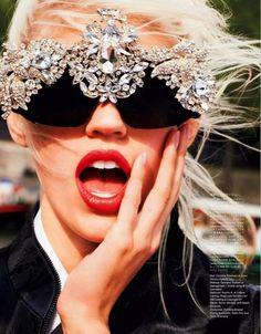 """Bellos ojos, mas bellos si ven bien. Controlate cada año. Lee en nuestro blogspot. """"Descansar frente a la PC"""" y otros-----------Vogue Japan Shows Us How To Have Fun With Statement Sunglasses  / PHOTO: Katja Rahlwes for Vogue Japan via @WhoWhatWear"""